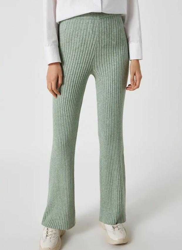 Pantalón de canalé de las novedades Pull&Bear otoño 2020