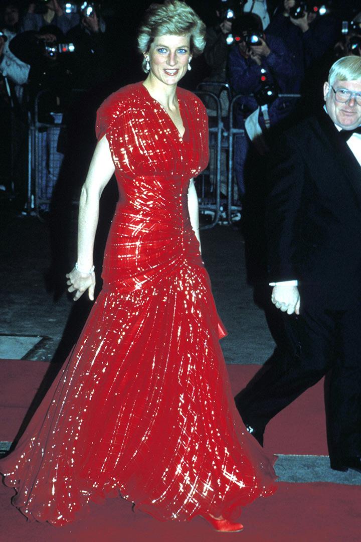 Diana de Gales con vestido rojo