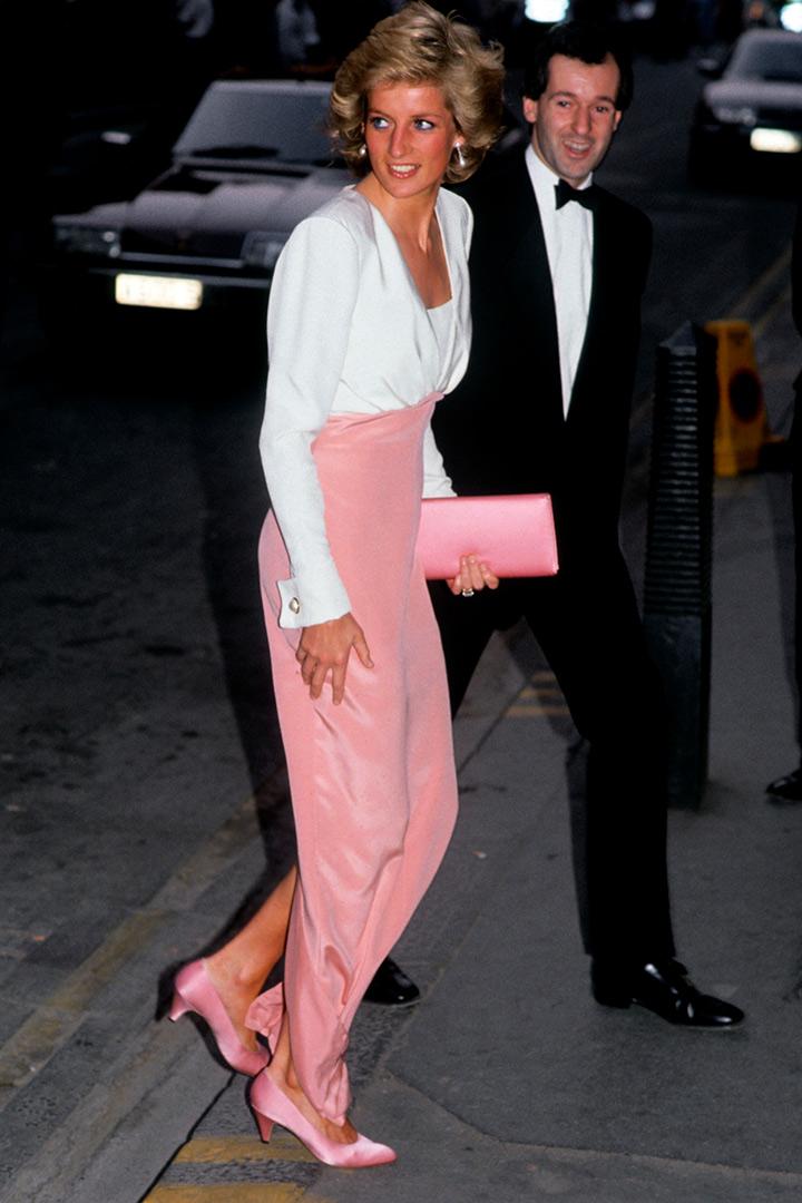 El estilo de Diana de Gales con vestido rosa y blanco