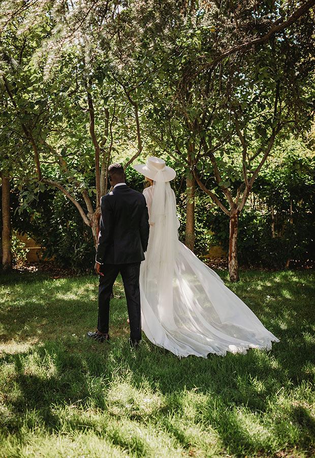 Novios en una boda íntima