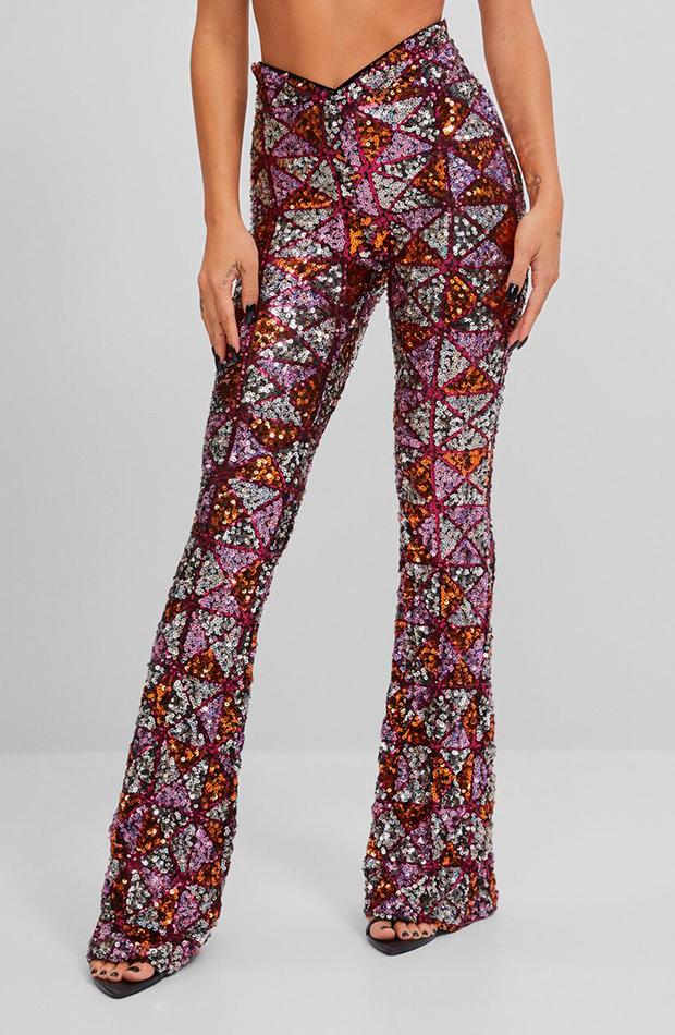 prendas y accesorios que no faltan en el armario de una it girl pantalon de lentejuelas bershka