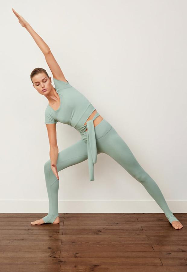 Top verde de la colección de ropa deportiva de Mango