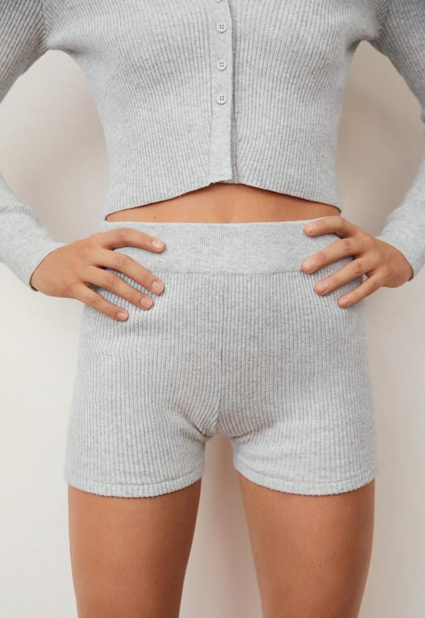 Short gris de la colección de ropa deportiva de Mango