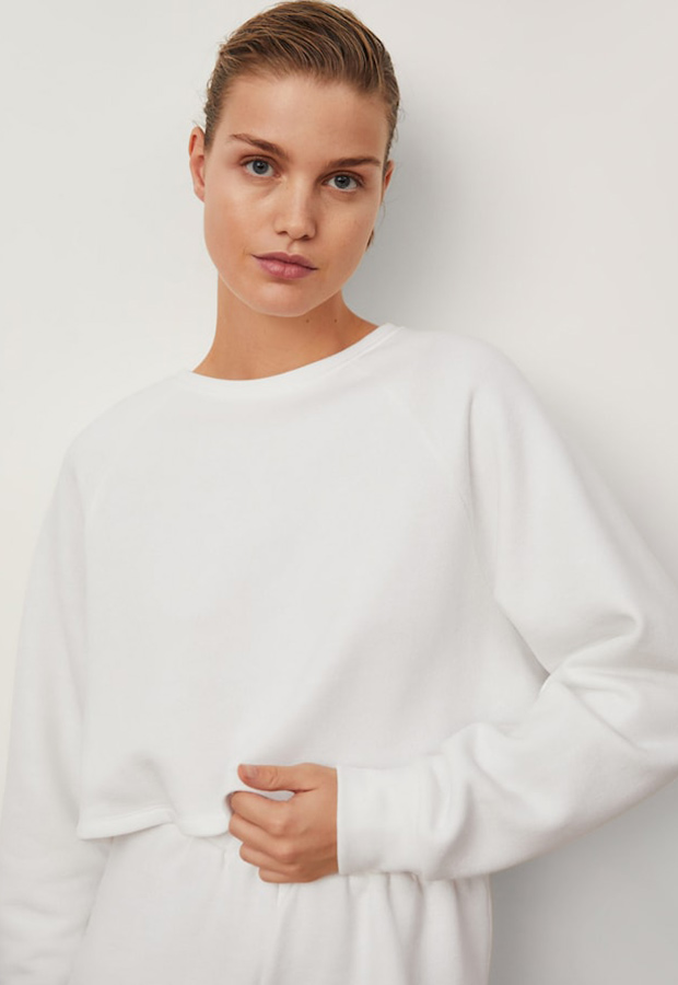 Sudadera blanca de la colección de ropa deportiva de Mango