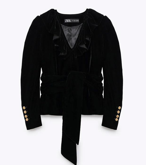 Blazer de Zara negra con volantes