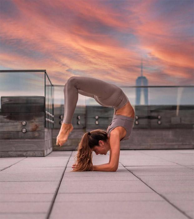 Regalos de reyes para mujer: Clases de yoga con Emilia Ares