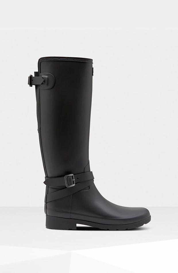 Botas negras de Hunter imprescindibles para días de lluvia