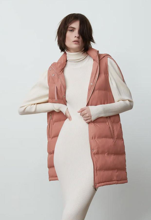 Chaleco de plumas largo de Zara en rosa