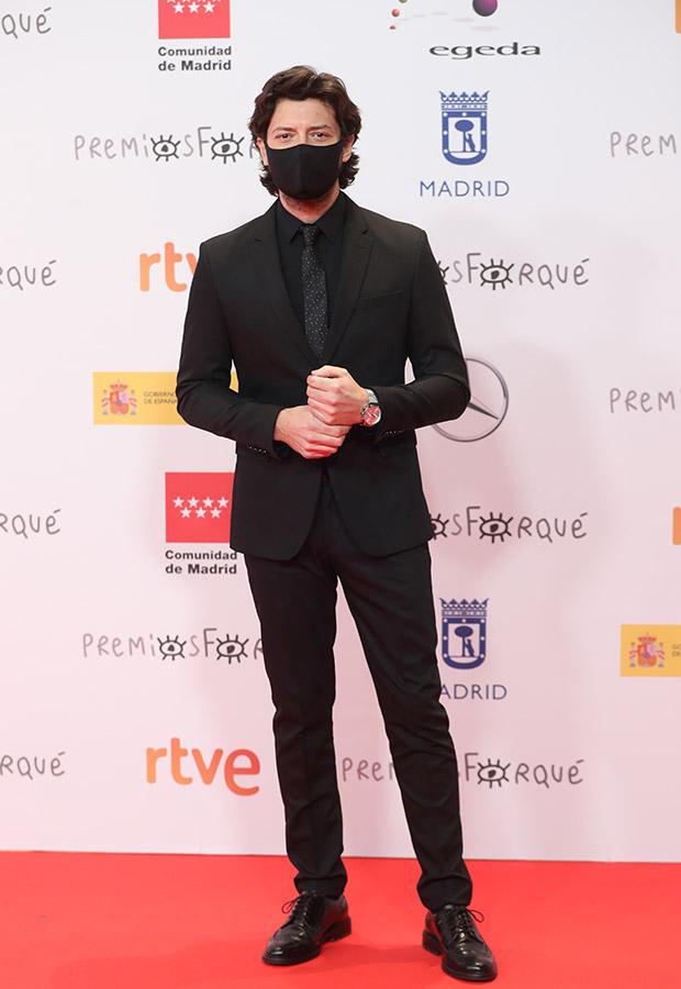 Álvaro Morte en los Premios Forqué 2021