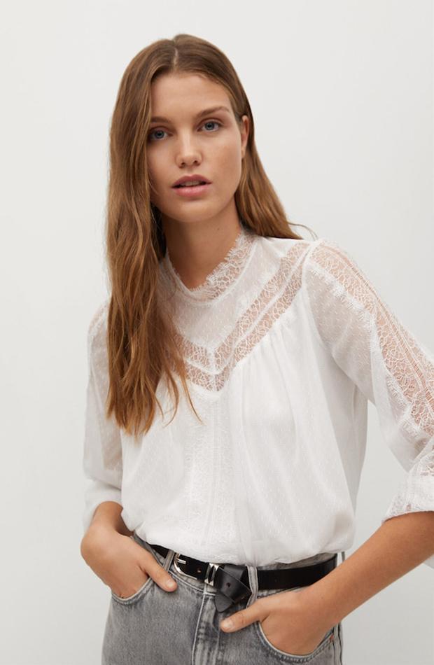 Blusa blanca con encaje Mango segundas rebajas de las marcas low cost