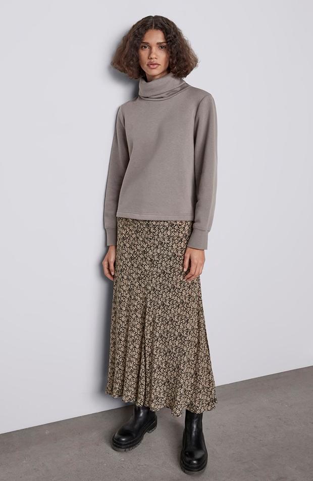 Falda midi estampada de flores Zara segundas rebajas de las marcas low cost