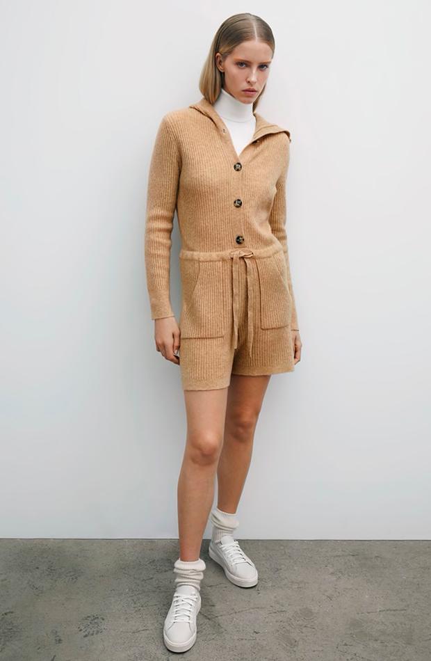 Mono de punto en color beige con capucha Zara segundas rebajas de las marcas low cost