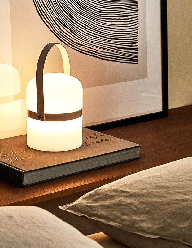 Lámpara con asa de las rebajas de Zara Home