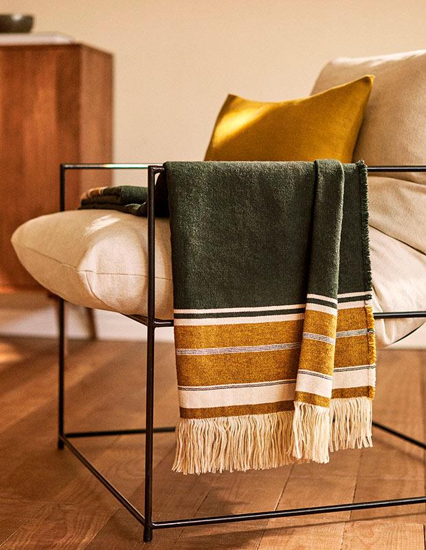 Manta de lino de las rebajas de Zara Home