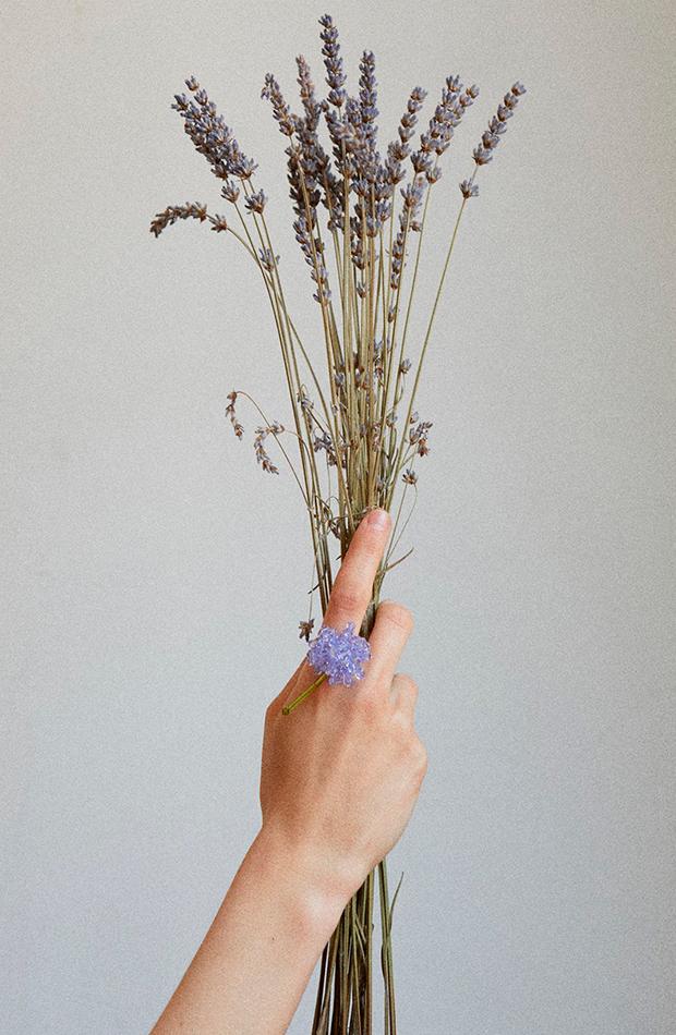 tendencias joyas Anillo flor de Helena Thulin