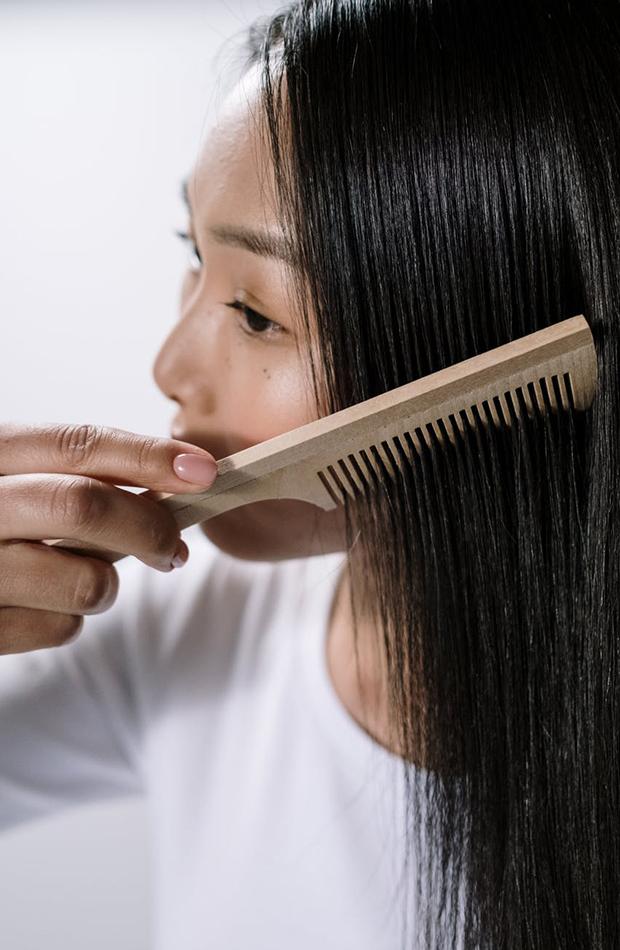 pelo crezca más rápido Cepilla el pelo con suavidad