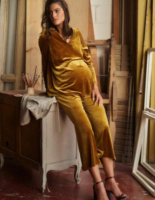 Look de terciopelo de embarazada de Bombü