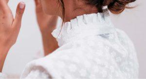 Las camisas blancas más románticas que querrás llevar esta primavera