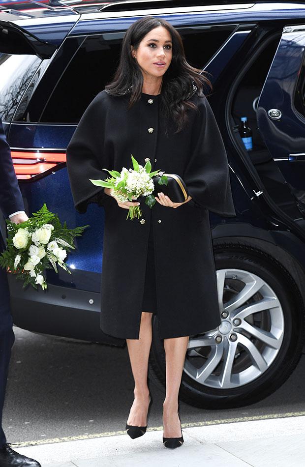 abrigo largo negro Meghan Markle