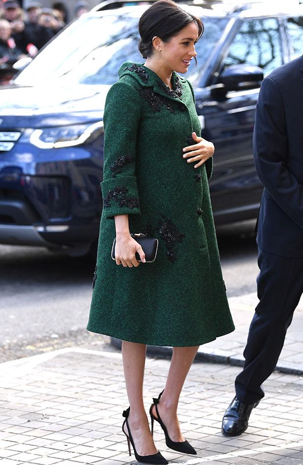 Meghan Markle abrigo verde con perlas