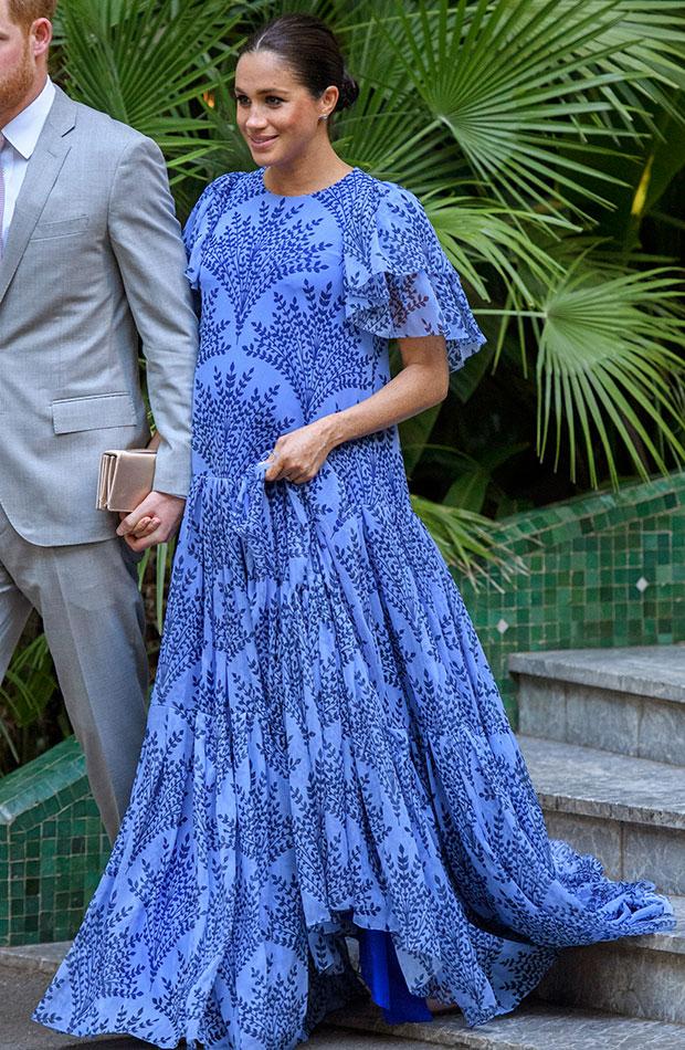 Meghan Markle vestido largo estampado azul