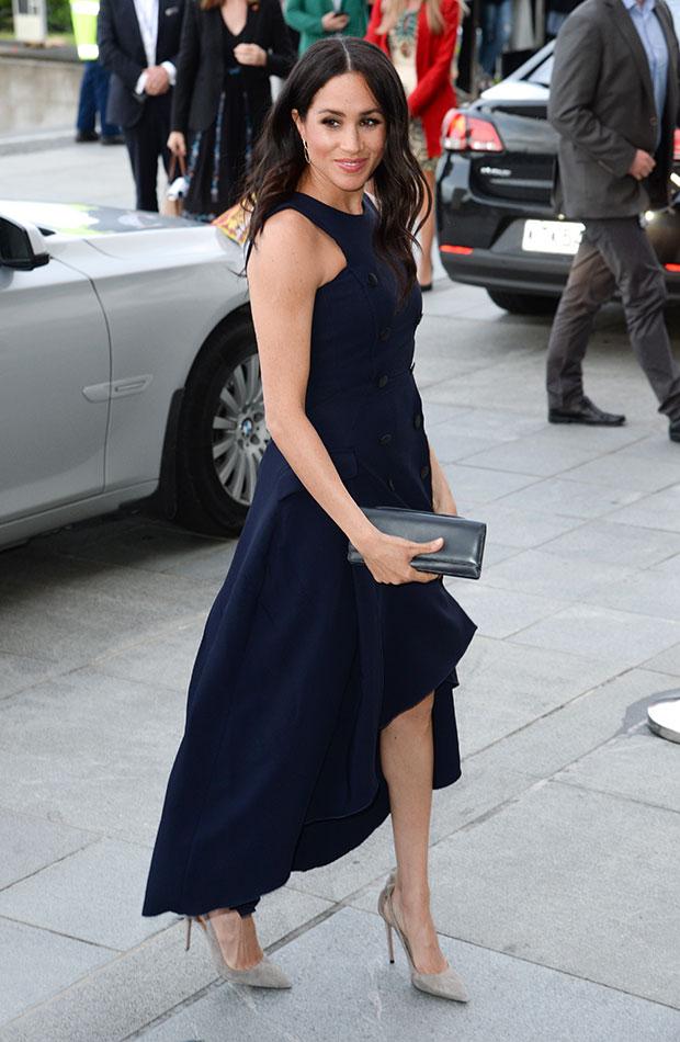 Meghan Markle vestido tipo traje azul marino
