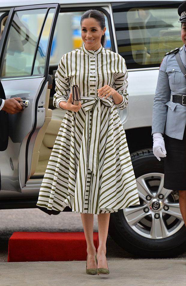 Meghan Markle vestido de rayas