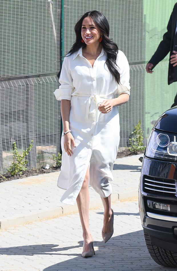 Meghan Markle vestido camisero color blanco