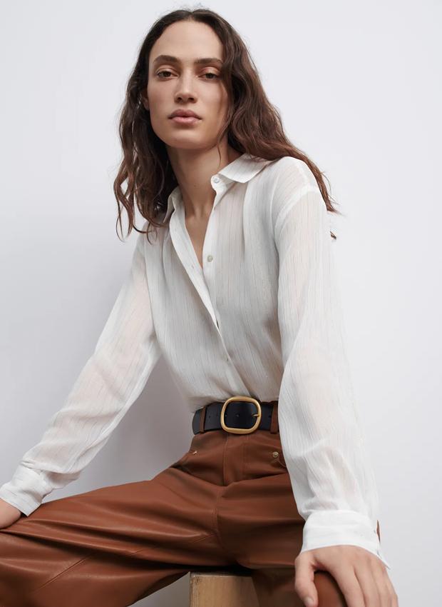 Blusa blanca de los básicos de Zara