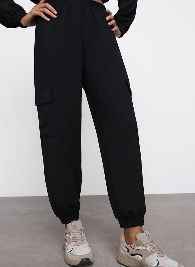 Pantalones jogger de los básicos de Zara