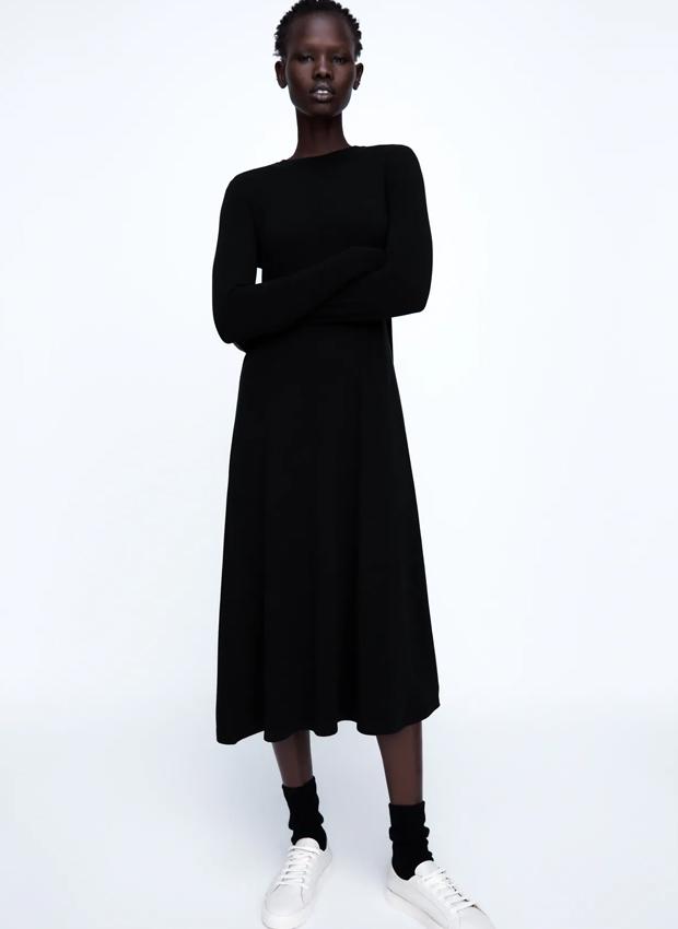 Vestido negro de los básicos de Zara