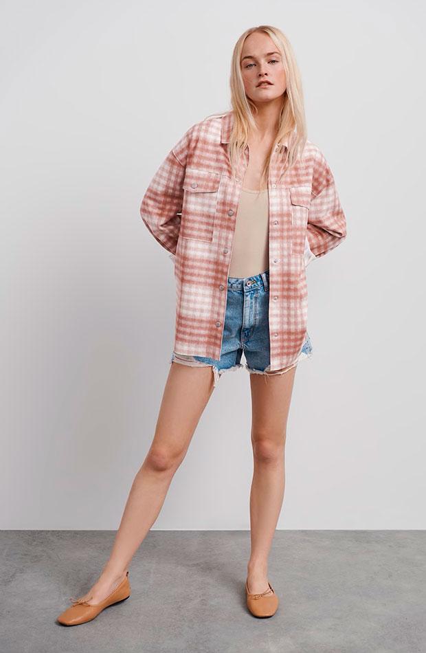 Sobrecamisa rosa de cuadros de Zara prendas de entretiempo