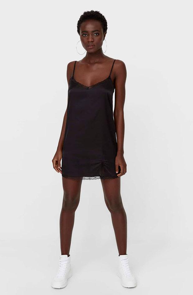 Vestido negro de Stradivarius slip dress