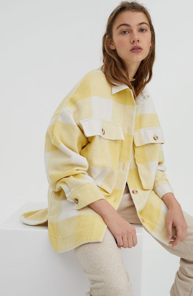 de cuadros amarillos Pull & Bear sobrecamisas bonitas para primavera