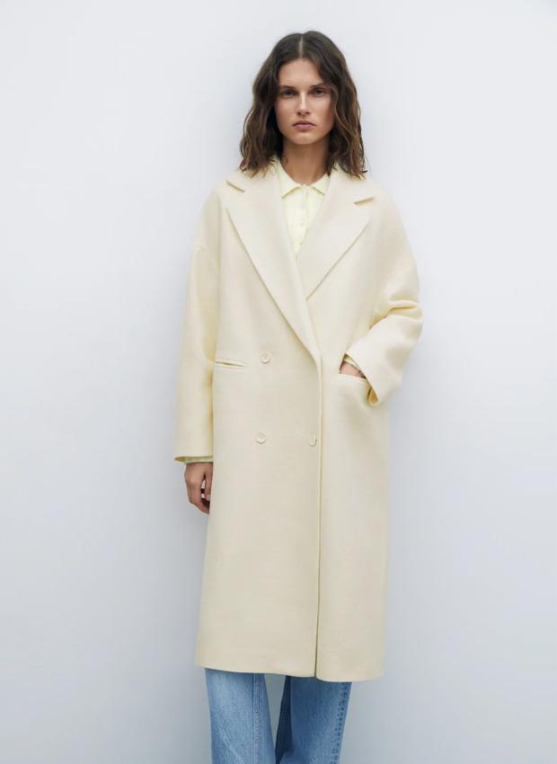 Abrigo oversized en tonos claros de Zara