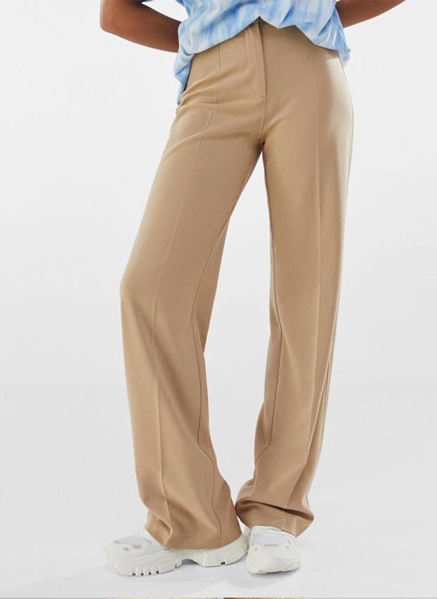 Pantalón wide leg en tonos claros de Bershka