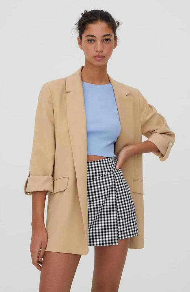 Blazer beige de Pull & Bear ropa para trabajar con estilo