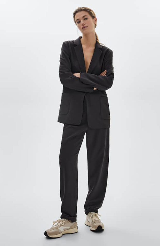 Traje gris de Massimo Dutti para trabajar con estilo