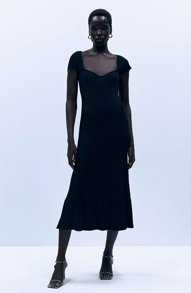 Vestido negro de punto con escote corazón novedades de sfera