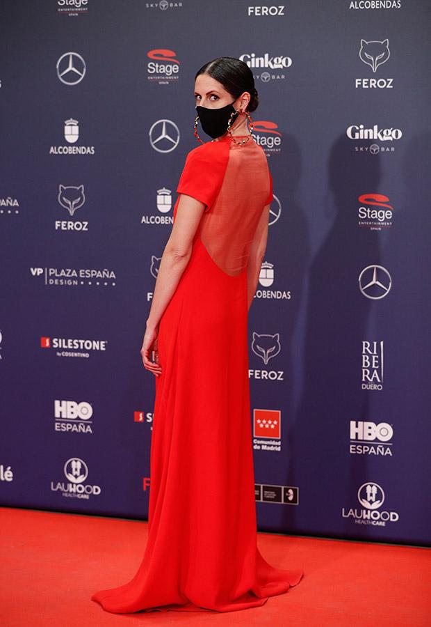 Barbara Santa Cruz en la alfombra roja de los Premios Feroz