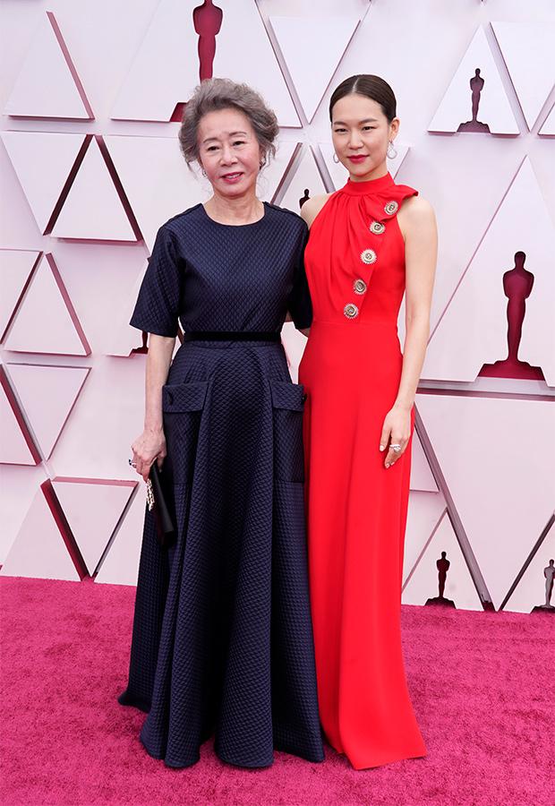 Youn Yuh-jung y Han Ye-ri en los Oscar 2021
