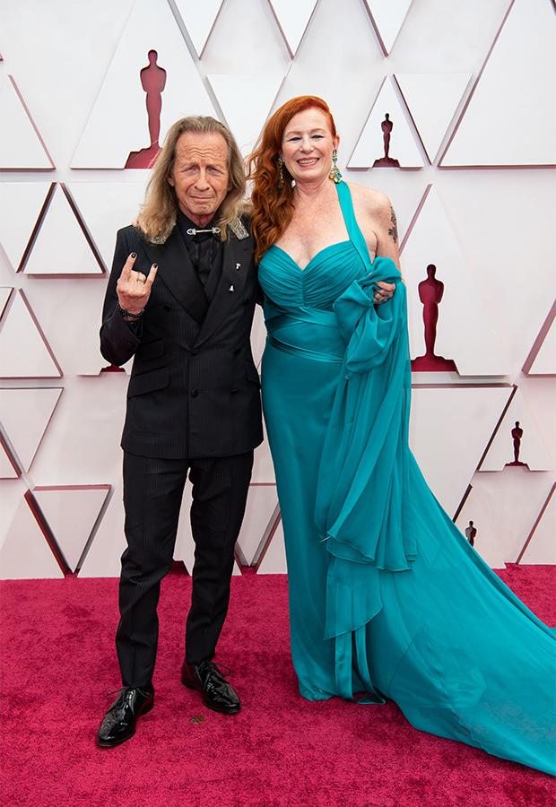 Paul Raci y Liz Hanley Raci en los Oscar 2021