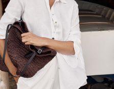 Los bolsos capazo de rafia o paja también son para la ciudad