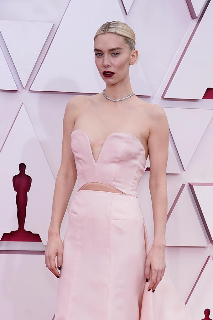 Vanessa Kirby looks beauty oscars 2021