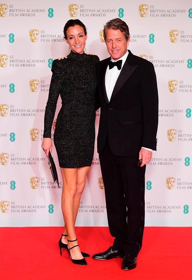 Hugh Grant y Anna Eberstein en Premios BAFTA 2021