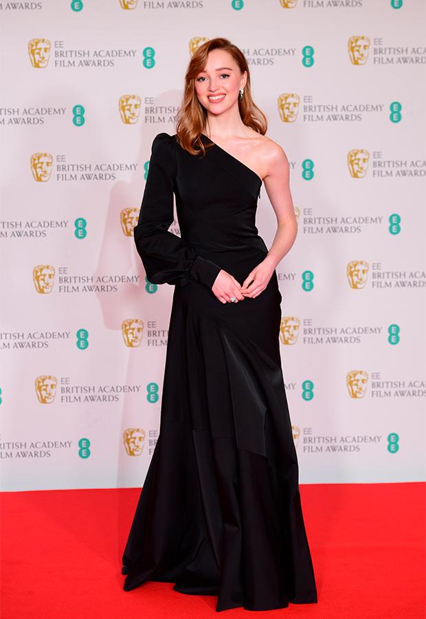 Phoebe Dynevor Premios BAFTA 2021