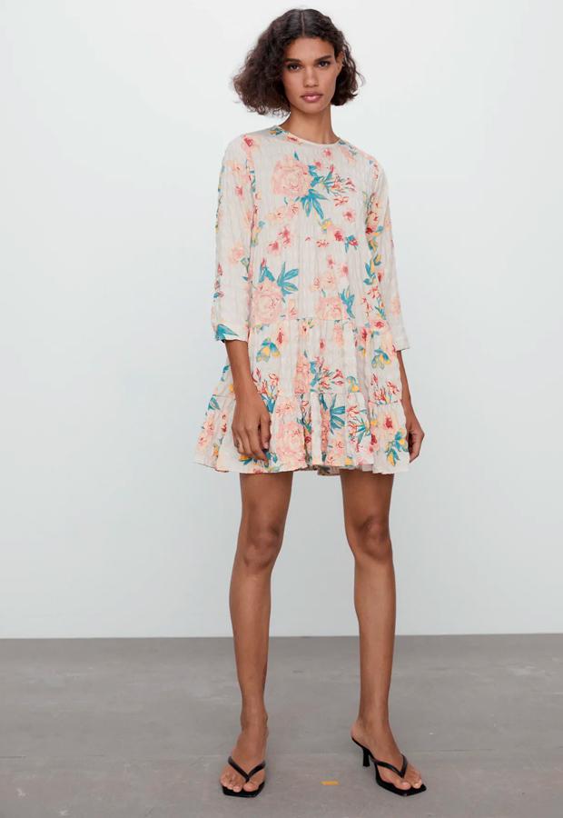 Vestido de flores corto de Zara