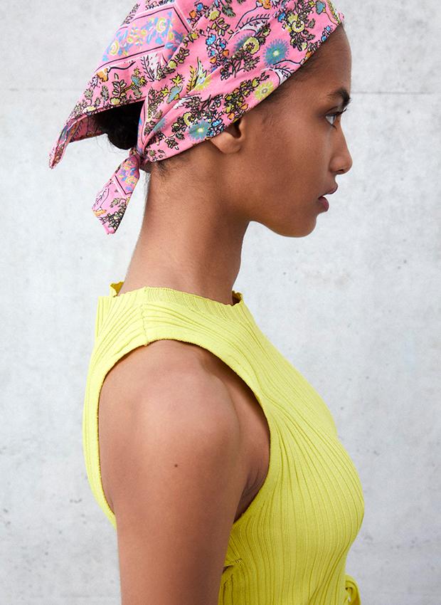 accesorios de verano Pañuelo de Zara estampado flores