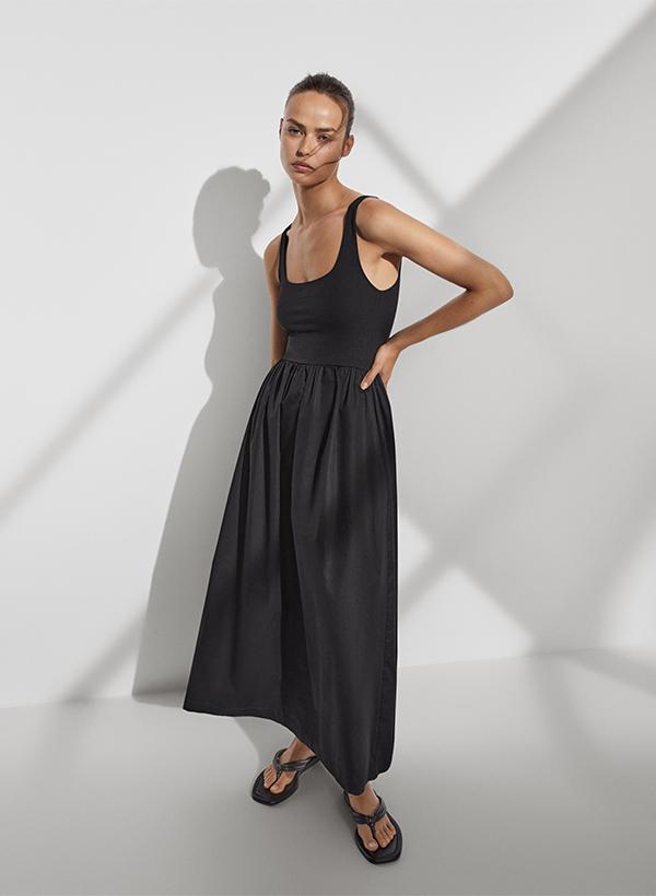 Vestido negro de lo nuevo de Massimo Dutti de verano