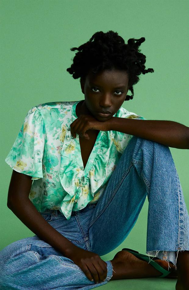 Blusa estampada de las rebajas de verano de Zara